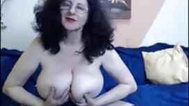 Seksi mlada žena puštala je gazdu šefu mia kahlifa porno i dala ga na stol