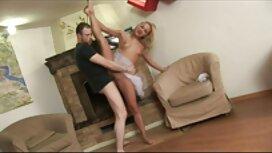 Muškarac mišićav stavi grlo vitkoj ženi negroxxx na penis i trlja ga u međunožje u krevetu