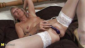 Plavokosa promatra kako njezin hahal c18 hentai konjem peče bivšu ženu u anusu i pomaže mu