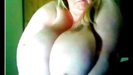 Tri muškarca stavila su na usta napuhanu hentay porn majku u prozirnu majicu u krug na kameri