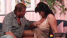 Lainka je u obliku porno ix sluškinje uokvirila prepone ispod penisa golog gosta