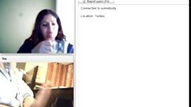 18-godišnja plavuša i mama zajedno sisaju momka, a zatim mu zamjenjuju meme xxx pičku