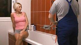 Mlada plavuša uživa s klijentom u best porno video salonu za masažu