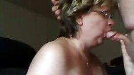 Plavuše usisavaju velike kurve partnera i jebu se s njima u porno bar različitim pozama