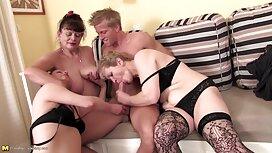 Tri atraktivne kurve sisaju čovjekov porbno veliki penis pred kamerom