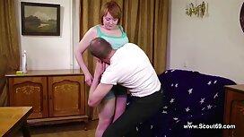 Mlada djevojka promatra k porno maminu jebu