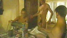 Tetovirani macho i dvije sportske ljepote priređivali su porn classic grupni seks na otvorenom pored jezera