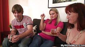 Gola vitka žena s dugom kosom trlja alina lopez porno kapu o ogromnom dildu