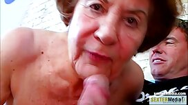 Crnka s velikim titom pruža kurac i dildo u xxxx porno guzicu
