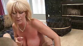 Prsata bludnica skriva doggystyle porno lice i trese velike sise dok masturbira maca