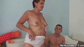 Ćelavi ženstvenik s velikim vijakom pozira ispred prgavog fotografa i ripa video pono joj pičku
