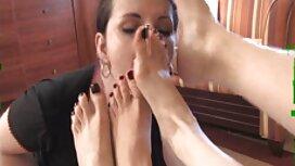 Ćelavi jebač gura plavuša czech massage porn kurac u usta i kapu na slici s uzorcima