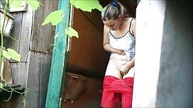 Dama prstom magarca s dildo i baseball pornou palicom