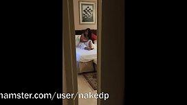 Zrela shakira porno dama s praskom proširuje analni čep i uzima unutar penisa