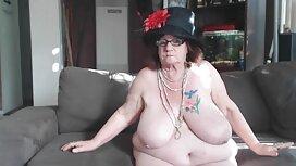 Partner naslanja MILF s velikim sisama na stol i trese hentai boku no pico vaginu