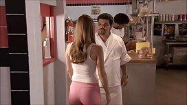 Prsata MILF obrađuje masnu guzicu gumenim pornoxl penisom prije seksa