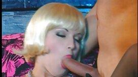 Majka u čarapama radi s ustima na caprice porn partnerovom falusu i pod njim izlaže mandale