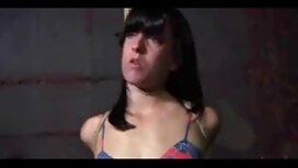 Operator zasadi kurac u ruku učenika ispred ogledala prilikom kastinga porno1