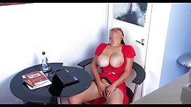 Patlaty macho s velikim kuracem zgužva debele latino lepinje i povuče blaked porno je u vaginu na kauču